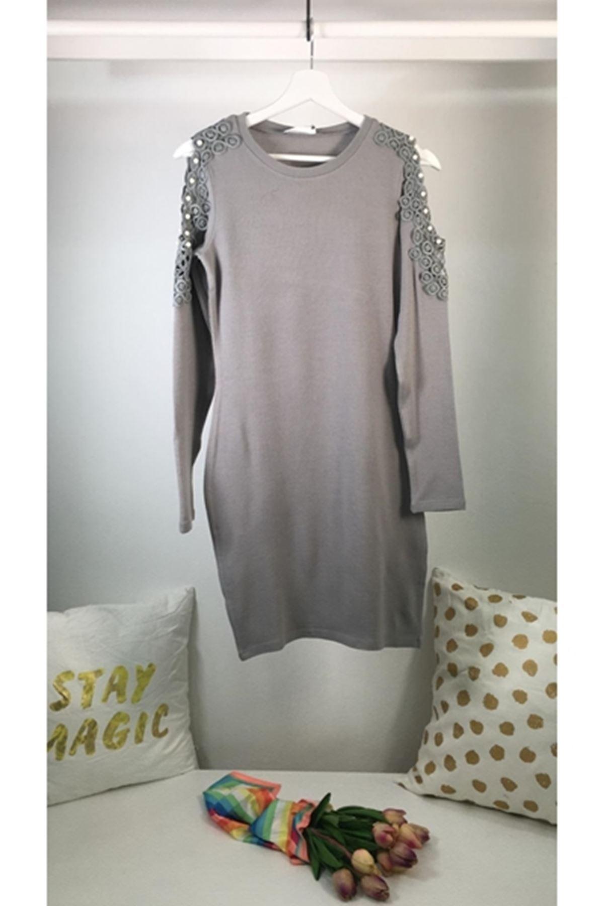 Omuz dekolteli inci detaylı akrelik elbise ES129 GRİ