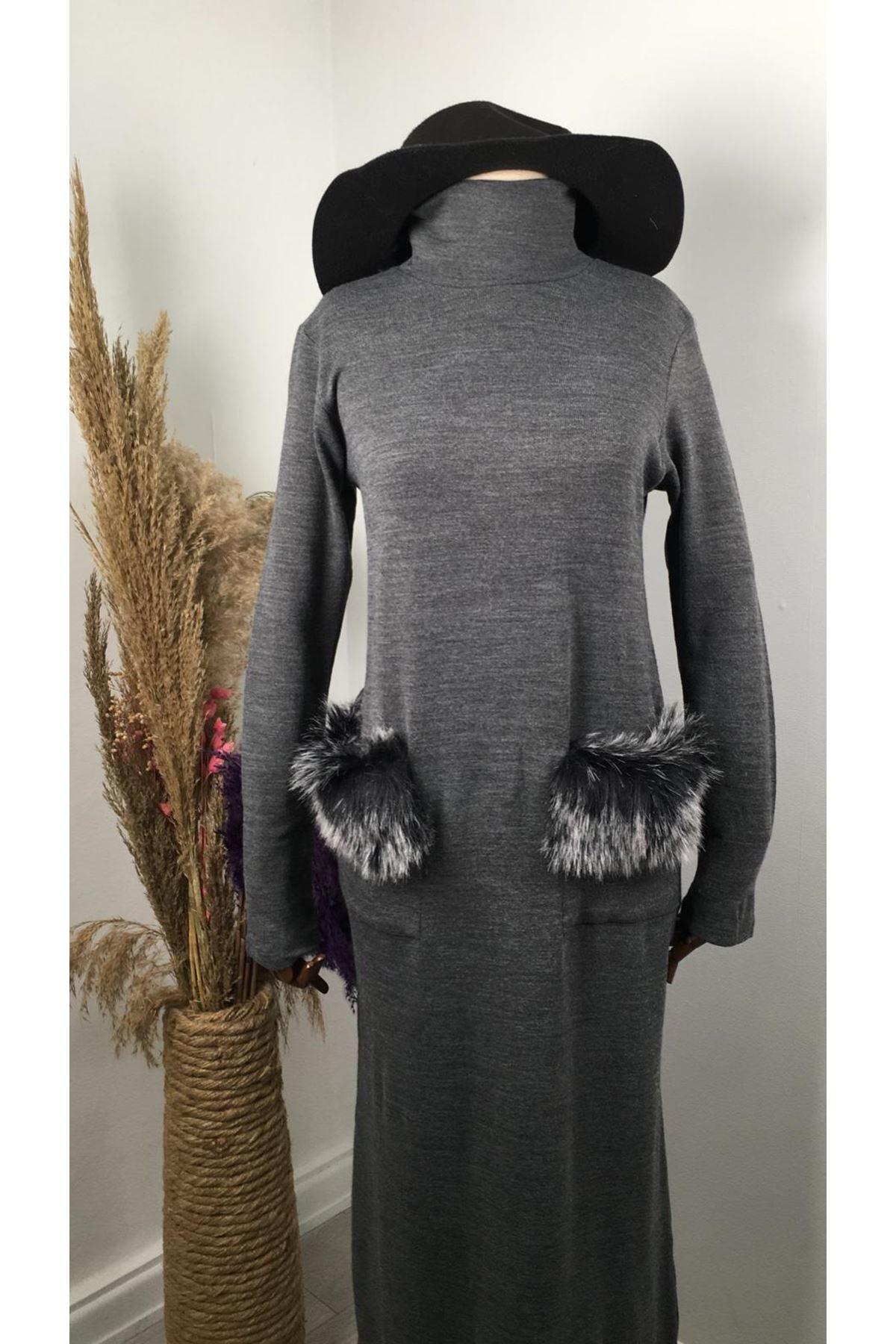 Cep peluş detaylı akrelik uzun elbise GRİ