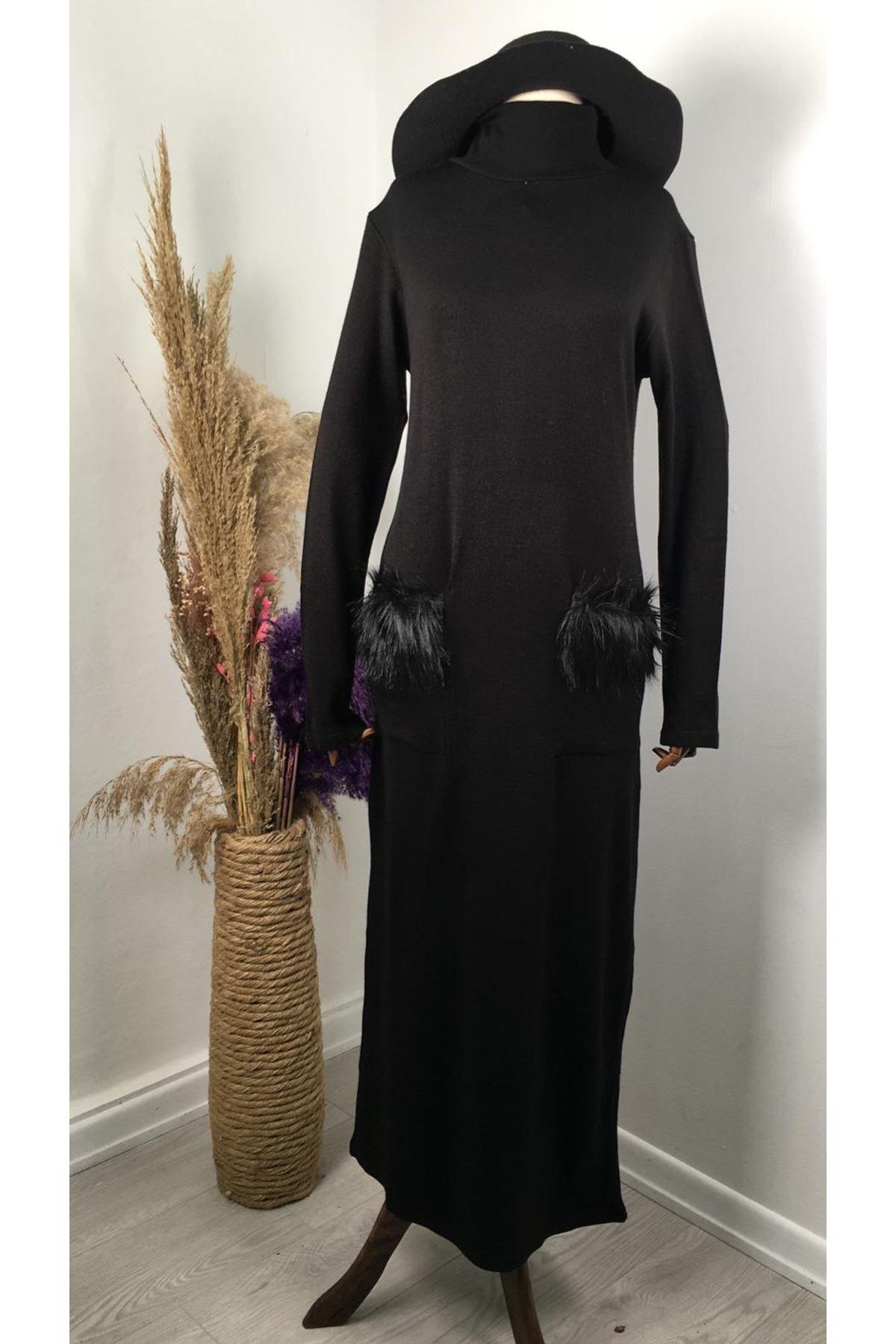 Cep peluş detaylı akrelik uzun elbise SİYAH