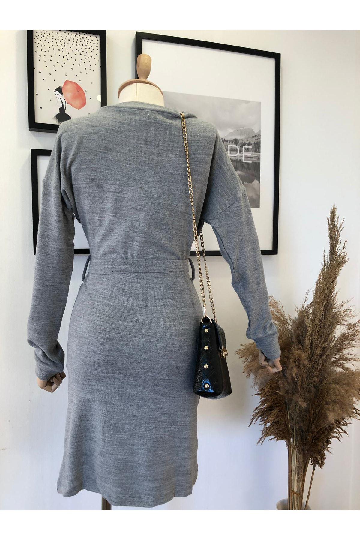 Derin V yaka akrelik elbise K41 GRİ