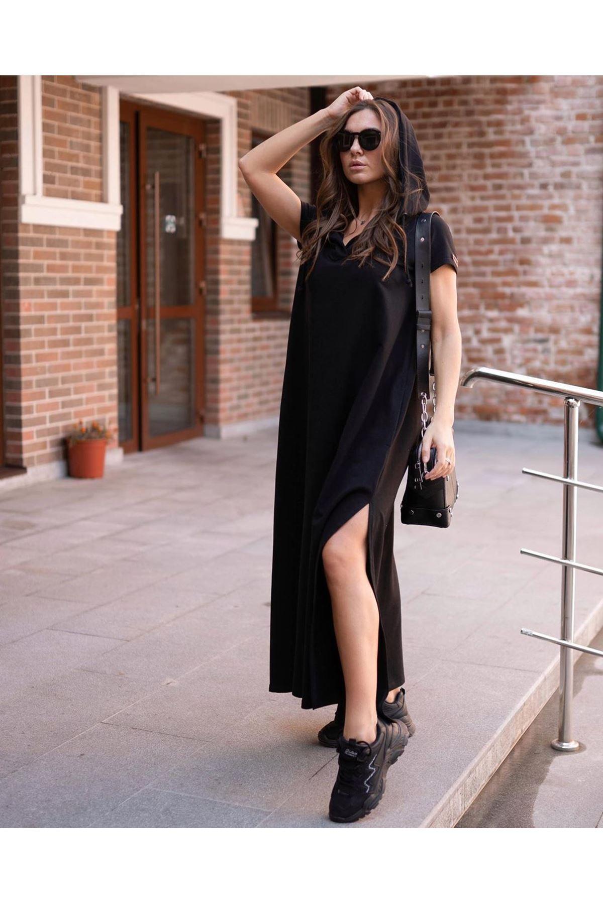 Kapüşonlu Yırtmaç Detay Elbise - Siyah