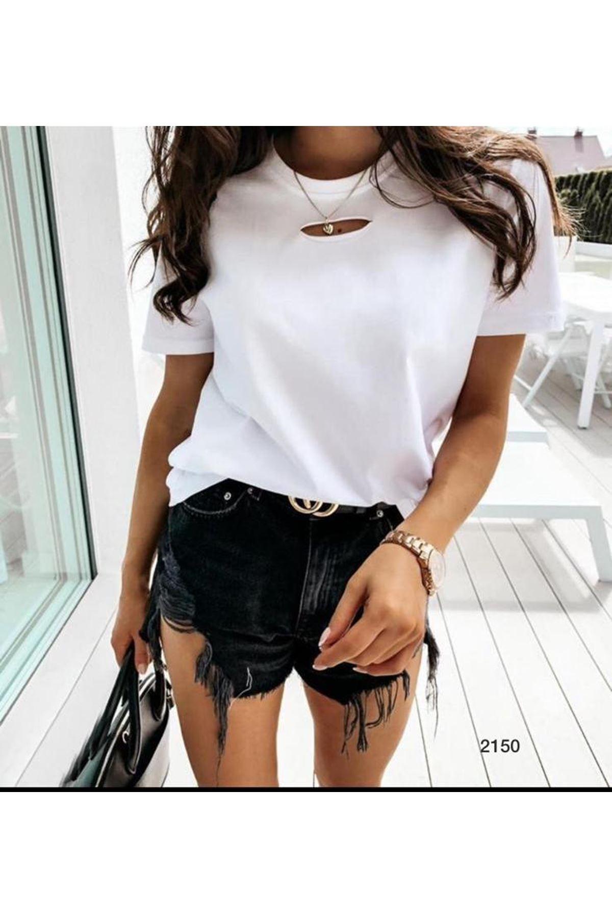 Göğsü Yırtık Detay Tshirt - beyaz