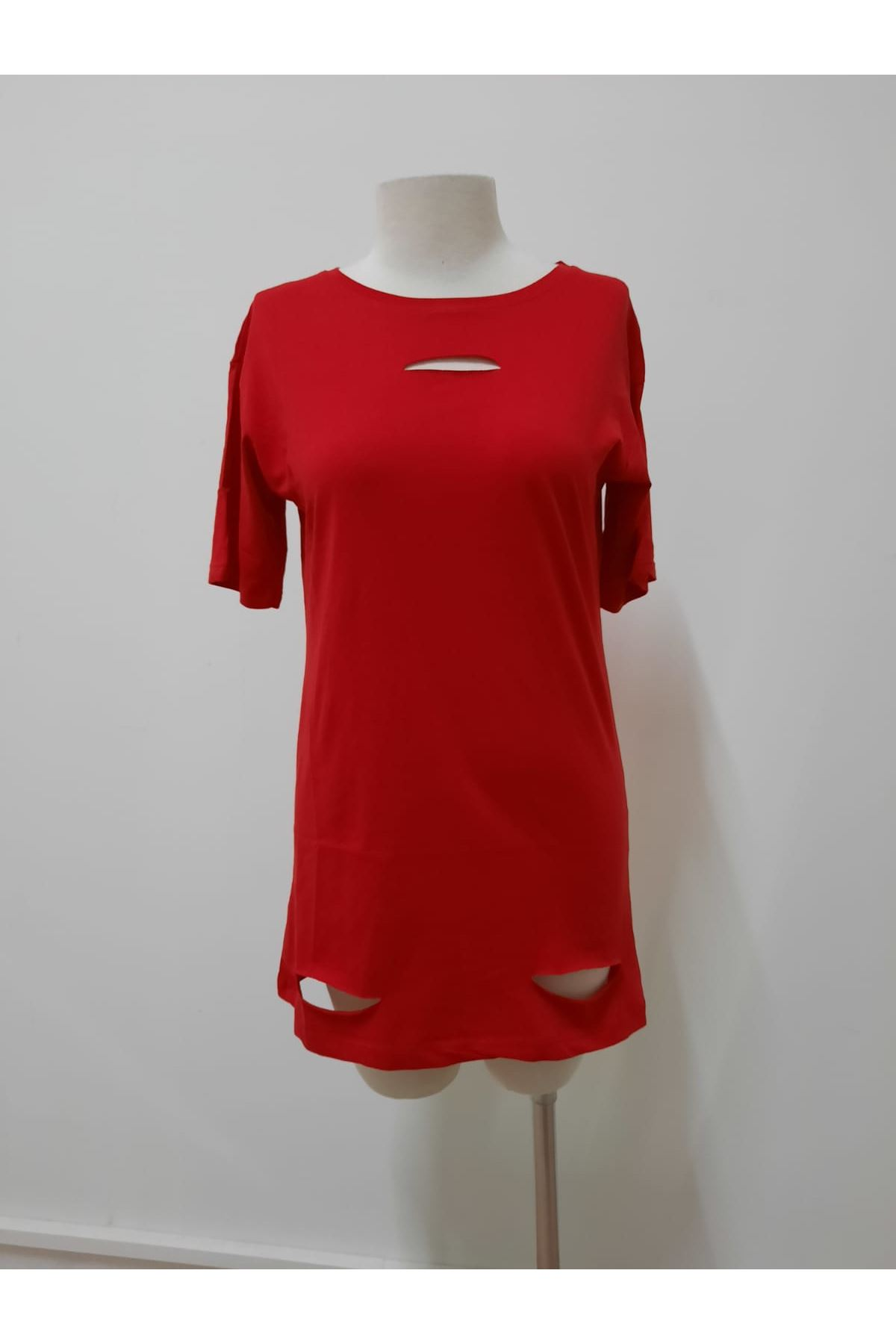 Göğsü Yırtık Detay Tshirt - kırmızı