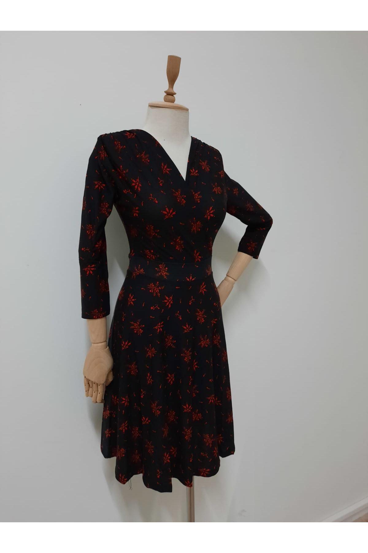 Kravuze Yaka Çiçek Elbise - SİYAH