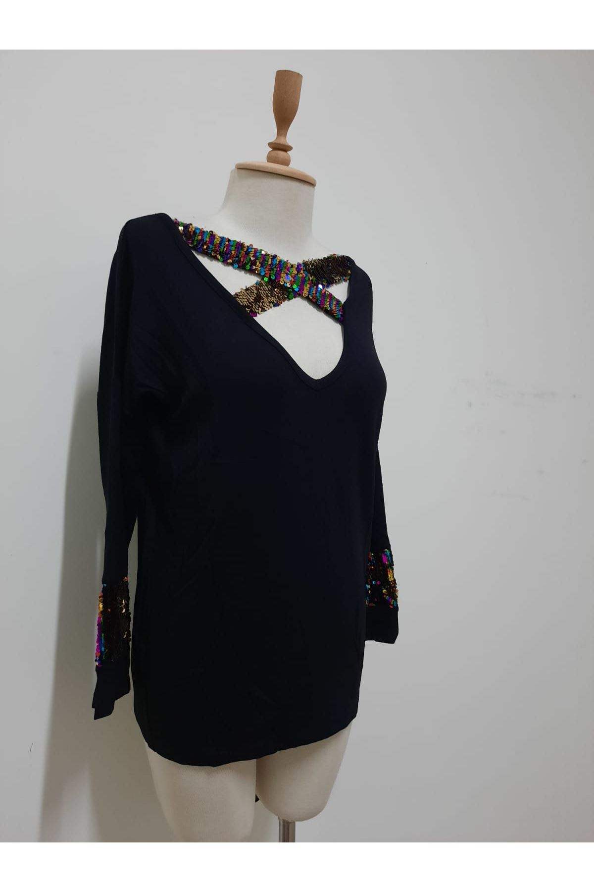 Pul Payet Detaylı Bluz - SİYAH