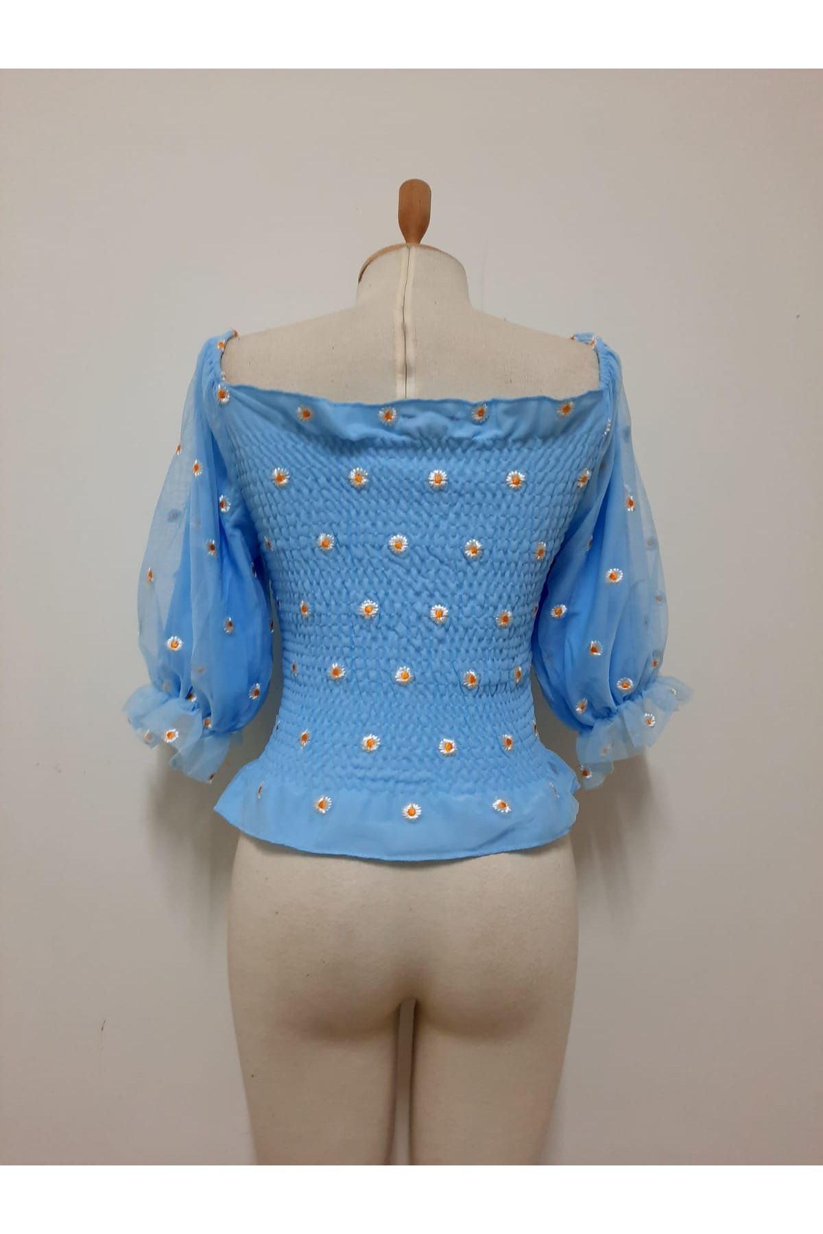 Papatya İşlemeli Gipeli Bluz - mavi