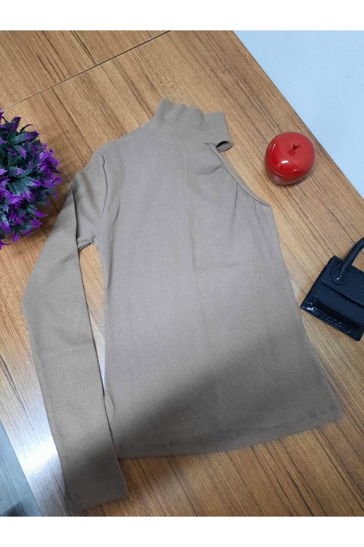 Açık omuz boğazlı bluz - BEJ