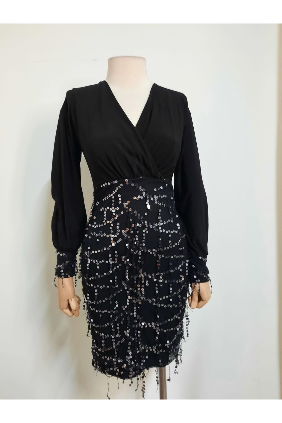 Eteği Payet Pullu Elbise - Siyah