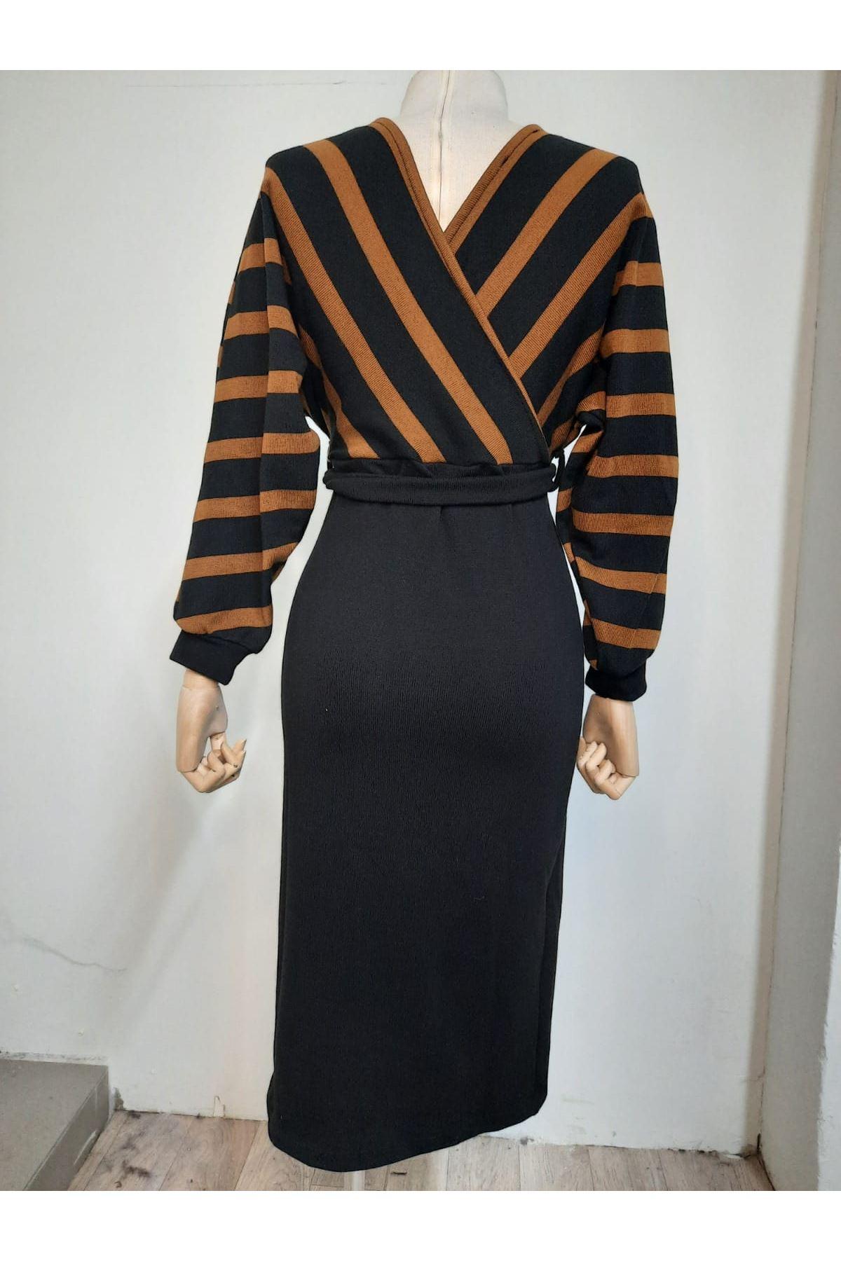 V Yaka Çizgili Elbise - SİYAH