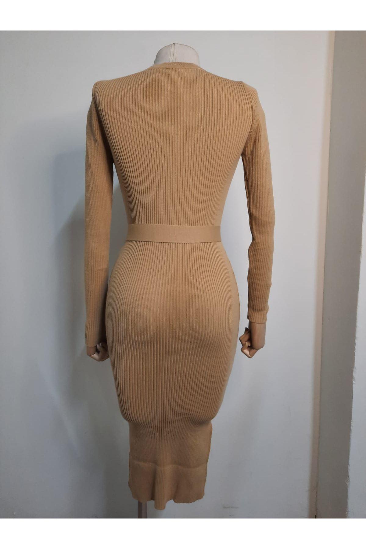 Kuşaklı ve Yırtmaçlı Triko Elbise  - BEJ