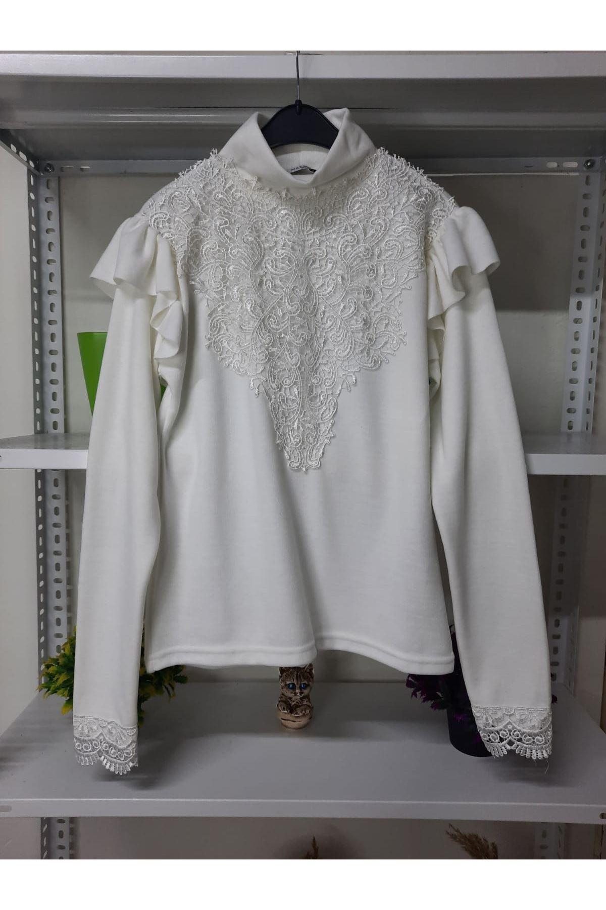 Prenses Omuz ve Dantek Detaylı Bluz - beyaz