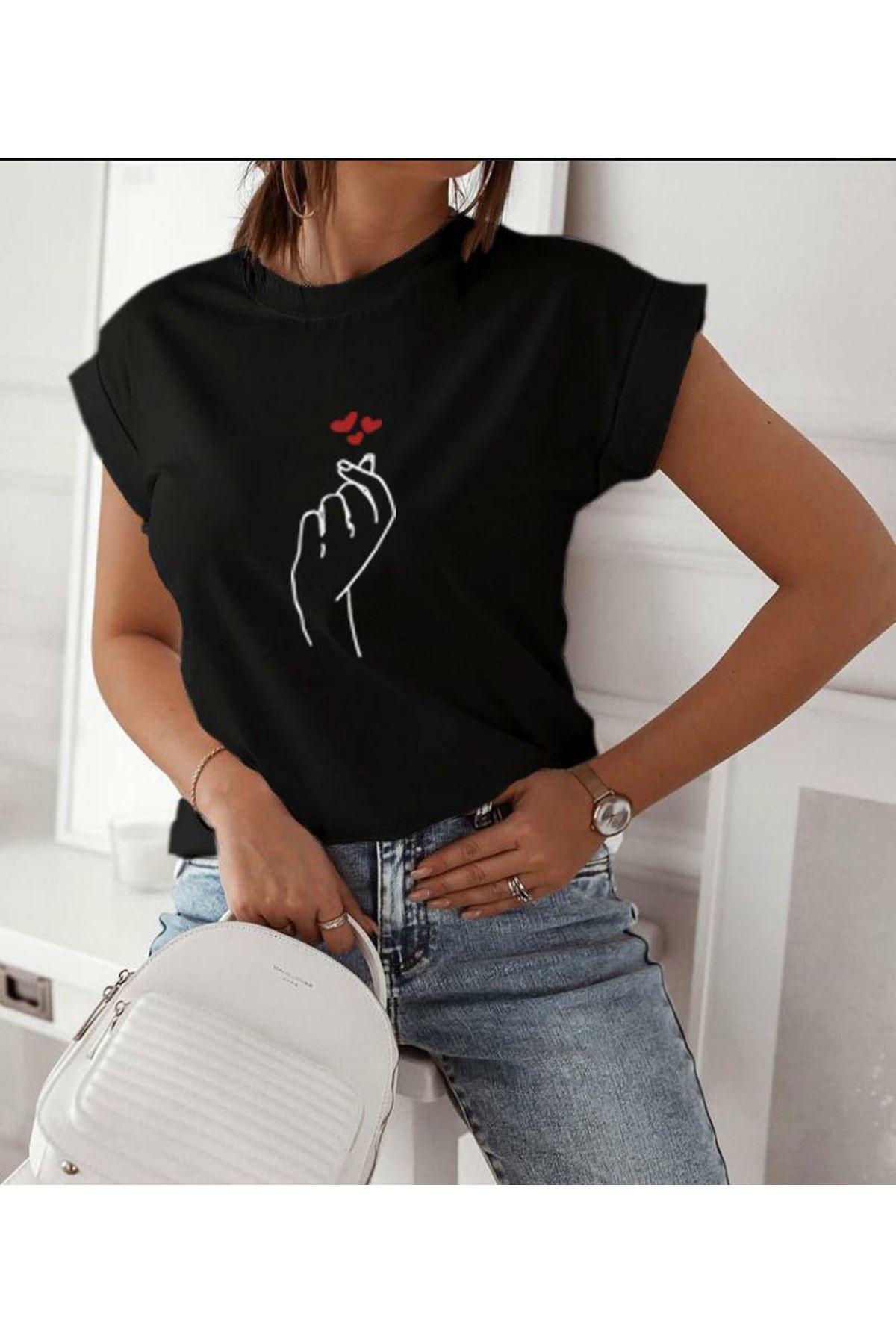 El Baskılı Ve Kalp Baskılı Tshirt - SİYAH