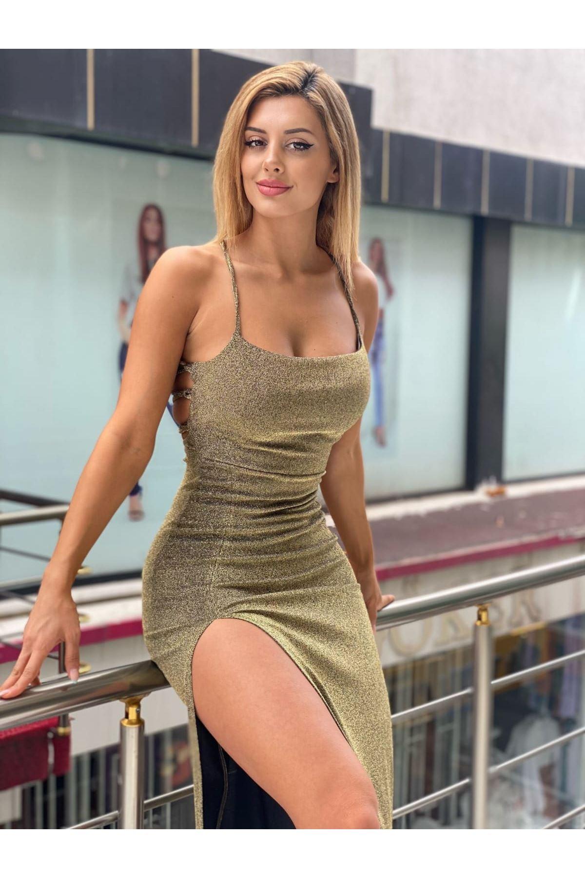 Yırtmaç Detaylı Simli Askılı Elbise - GOLD