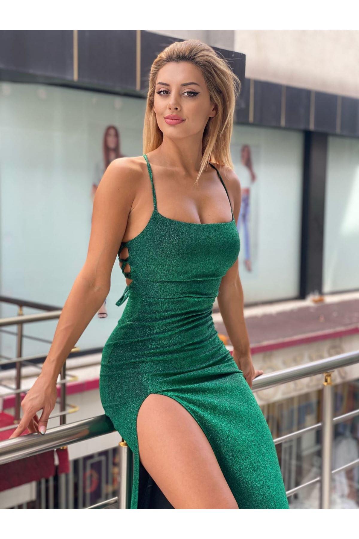Yırtmaç Detaylı Simli Askılı Elbise - YEŞİL
