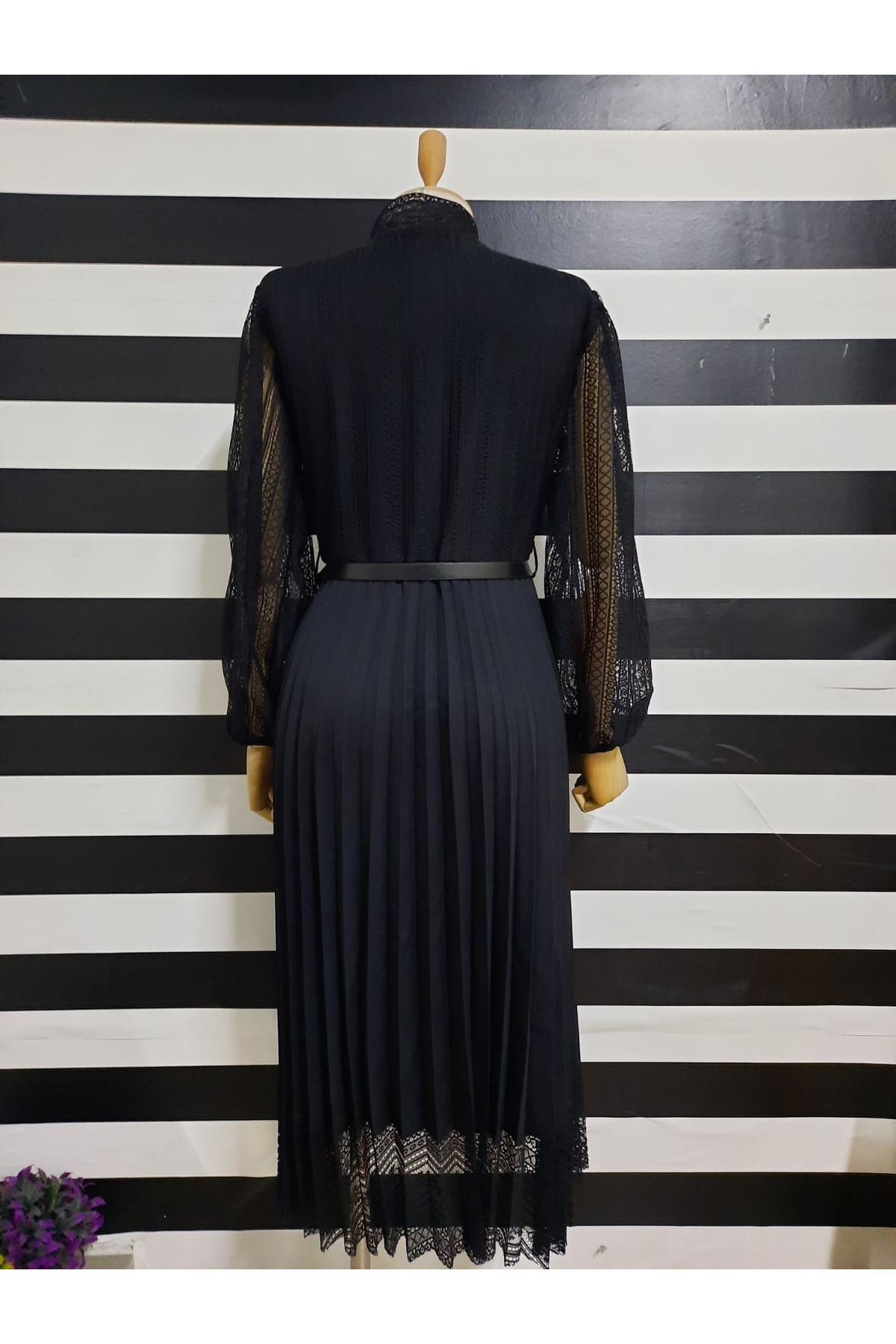 Kol Tül Detaylı Piliseli Elbise - SİYAH