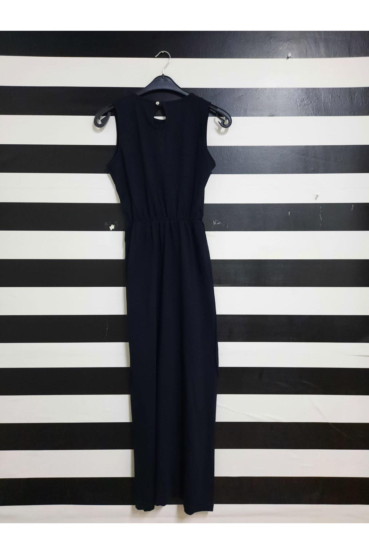 Yırtmaç Detaylı Maxi Elbise - SİYAH