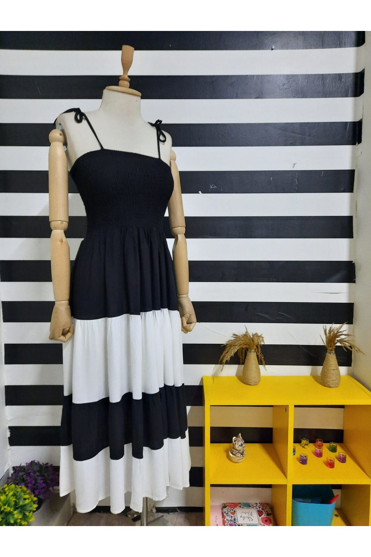 Gipe Detaylı Askılı Viskon Elbise - SİYAH